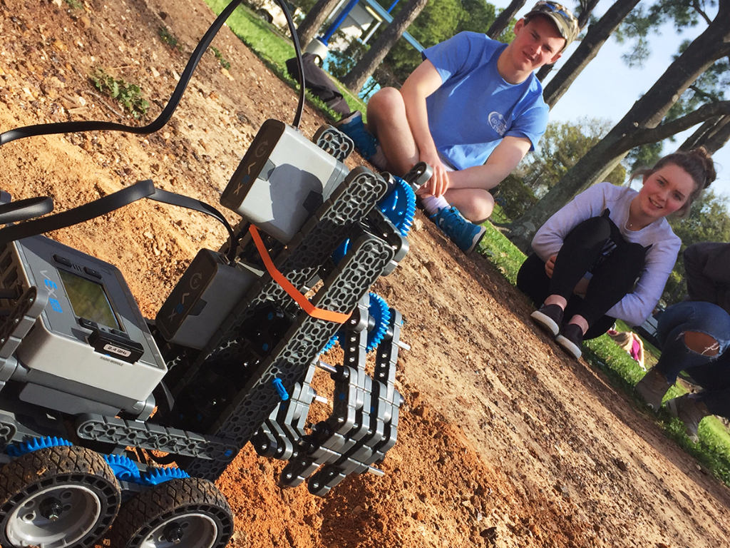 Robot gets tested in outdoor Mars arena