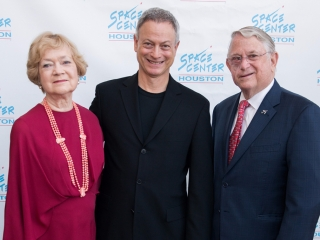 Gary Sinise of the Lt. Dan Band takes a picture with VIP guests at the 2017 Galaxy Gala.