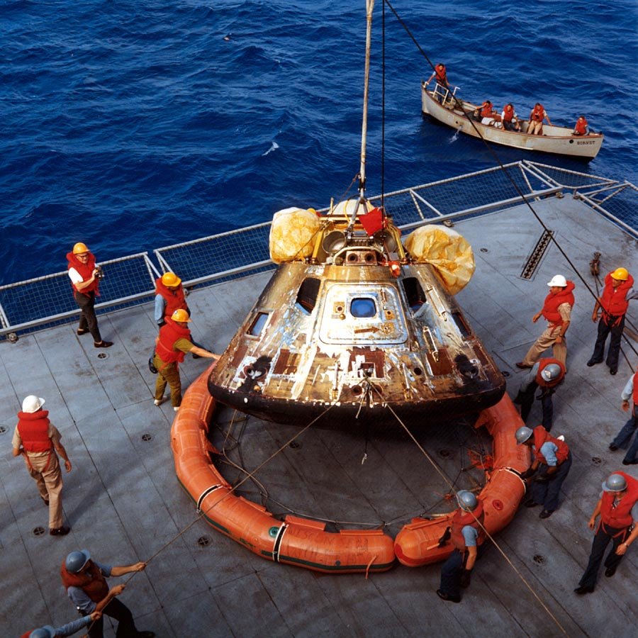 apollo 11 splashdown location - photo #20