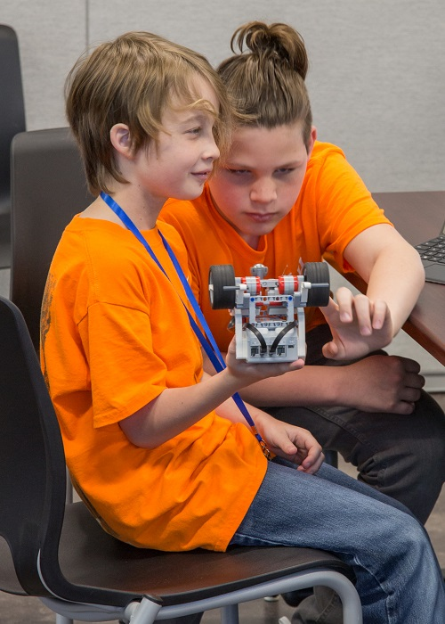 Space Center Houston and Repsol Launch an Agreement to Promote STEM Education