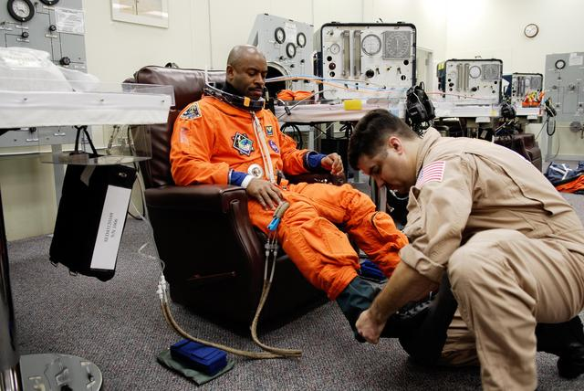 Melvin suits up for a dress rehearsal for the STS-122 flight
