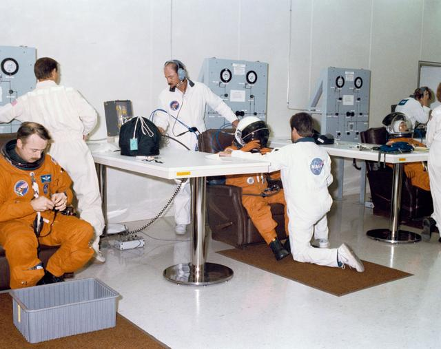STS-28 crew members suit up during a Terminal Countdown Demonstration Test (TCDT)