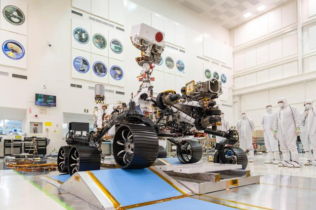 Mars 2020 rover in clean room at JPL.